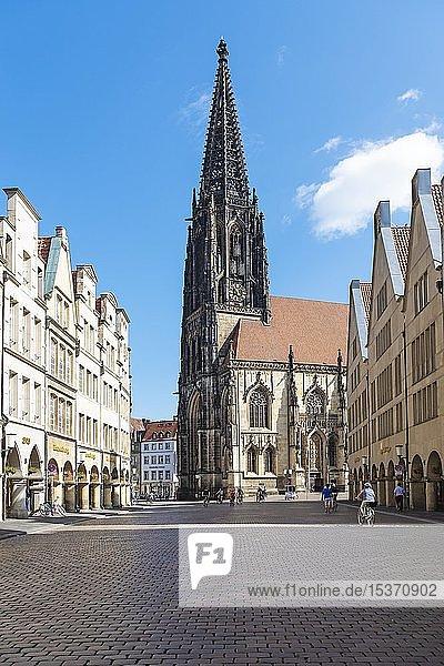 St. Lamberti Church  historic gabled houses  Prinzipalmarkt  Münster  Münsterland  North Rhine-Westphalia  Germany  Europe