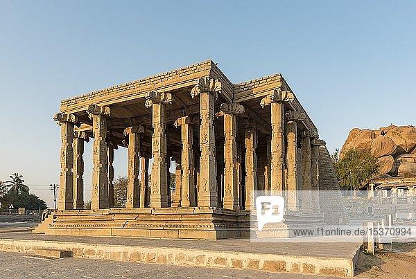 Kadalekalu Ganesha Tempel  Hampi  Indien  Asien