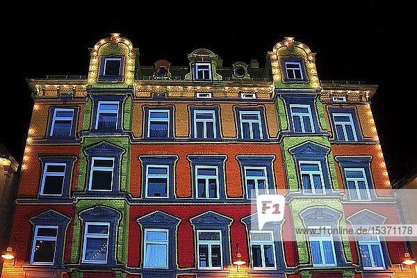 Illuminiertes Gebäude  Marktplatz  Biberach a. d. Riss  Landkreis Biberach  Oberschwaben  Baden-Württemberg  Deutschland  Europa