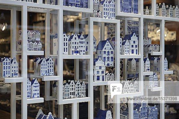Souvenirs,  typische kleine blau-weiße Häuser,  Amsterdam,  Noord-Holland,  Niederlande,  Europa