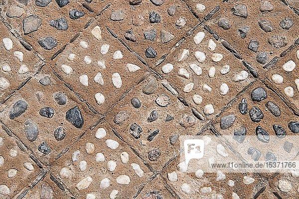 Gemusterter Boden mit Kiesel  Mittelalterliche Festung La Alcazaba de Almería  Andalusien  Spanien  Europa