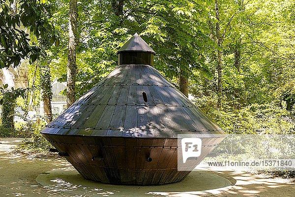 Invention  tank of Leonardo da Vinci in the parc of Château du Clos Lucé  Amboise  Indre-et-Loire Department  Centre-Val de Loire  France  Europe