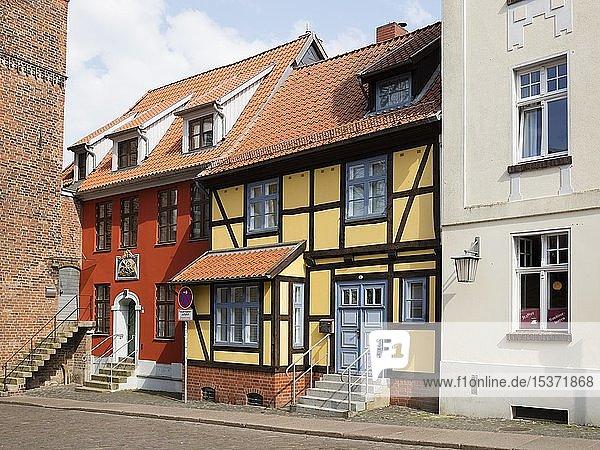 Renovierte Häuser in der Altstadt  Stralsund  UNESCO-Weltkulturerbe  Insel Rügen  Mecklenburg-Vorpommern  Deutschland  Europa