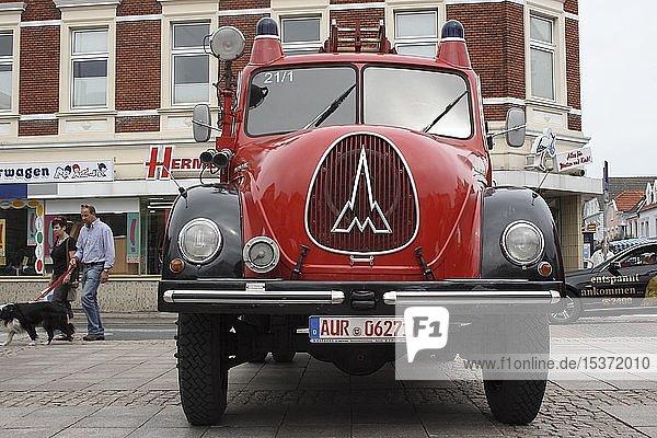 Altes Feuerwehrauto  Magirus Deutz  Feuerwehrausstellung in Aurich  Ostfriesland  Niedersachsen  Deutschland  Europa