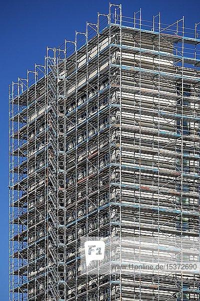 Eingerüstete Fassade  Baustelle Messe-City  Deutz  Köln  Rheinland  Nordrhein-Westfalen  Deutschland  Europa