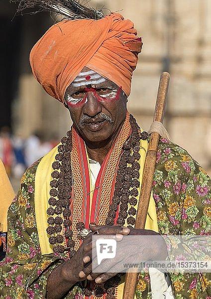 Porträt eines heiligen Sadhu  Hampi  Indien  Asien