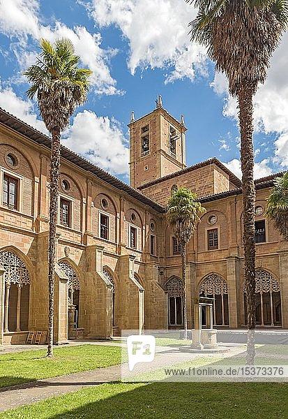 Kreuzgang des Klosters Santa María la Real  Nájera  La Rioja  Spanien  Europa