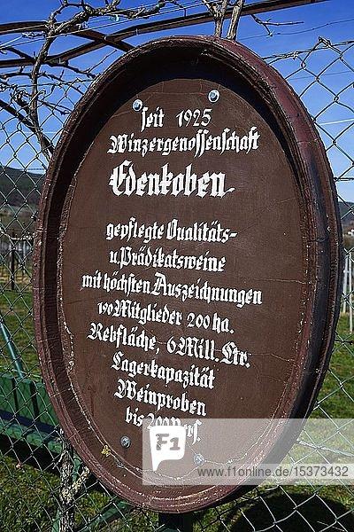 Weinselige Sprüche entlang des Mandelpfads von Edenkoben  Pfälzer Mandelpfad  Deutsche Weinstraße  Rheinland-Pfalz  Deutschland  Europa