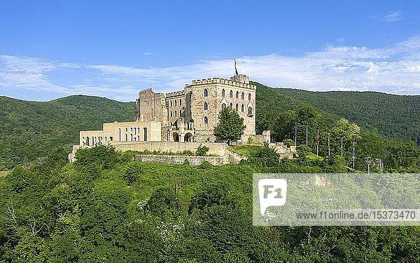 Drohnenaufnahme vom Hambacher Schloss  historische Stätte für Entwicklung der deutschen Demokratie  Hambach  Neustadt an der Weinstraße  Rheinland-Pfalz  Deutschland  Europa