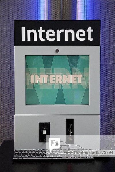 Internet am Flughafen Düsseldorf International  Düsseldorf  Nordrhein-Westfalen  Deutschland  Europa