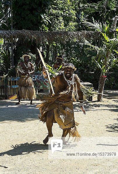 Mann bei traditioneller Kriegszeremonie  Kulturdorf Ekasup  Efate  Vanuatu  Ozeanien