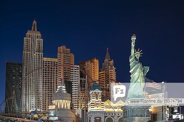 New York New York Hotel und Casino bei Nacht  Las Vegas Strip  Las Vegas  Nevada  USA  Nordamerika