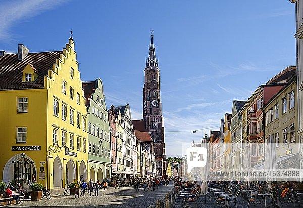 Altstadt mit Martinskirche  Landshut  Niederbayern  Bayern  Deutschland  Europa