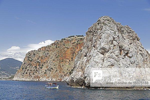 Burgberg mit Festung Ehmedek  Alanya  Provinz Antalya  Türkei  Asien