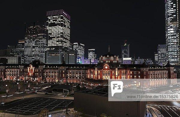 Tokyo Station bei Nacht  Hauptbahnhof  Marunouchi Geschäftsviertel  Tokyo  Japan  Asien
