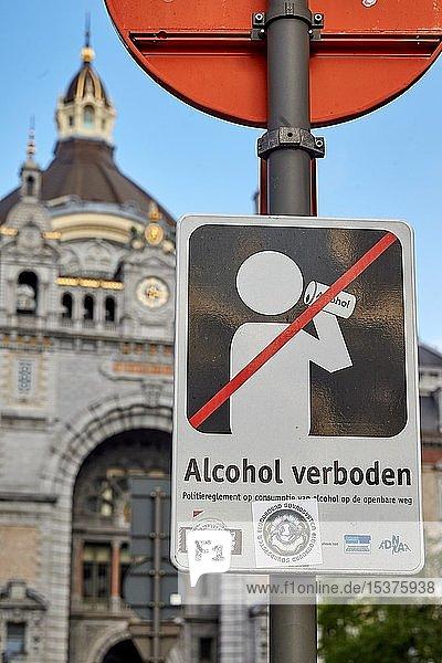 Schilder in der Innenstadt  Alkoholverbot in der Öffentlichkeit  Antwerpen  Belgien  Europa