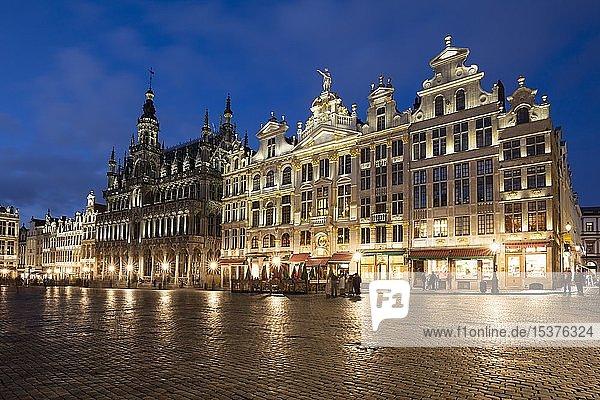 Stadtmuseum Maison du Roi  Broodhuis  Zunfthäuser  Gildehäuser  Grand Place  Grote Markt  Abenddämmerung  Brüssel  Belgien  Europa