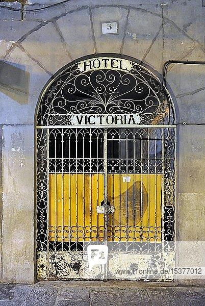 Geschlossenes Eingangstor des Hotel Victoria  Segovia  Kastilien und Leon  Spanien  Europa