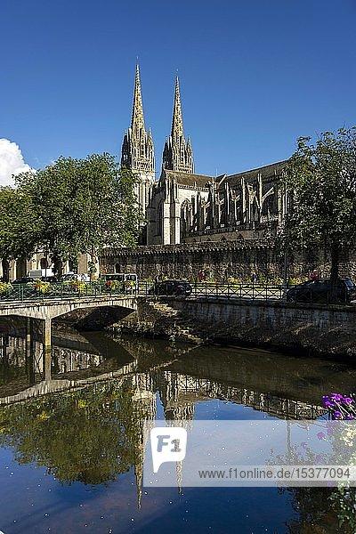 Saint-Corentin Kathedrale von Quimper und Fluss Odet  Departement Finistere  Bretagne  Frankreich  Europa
