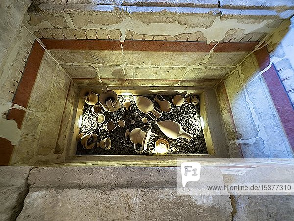 Antike Funde  Gefäße  Normannisch-schwäbische Burg  Mesagne  Apulien  Italien  Europa