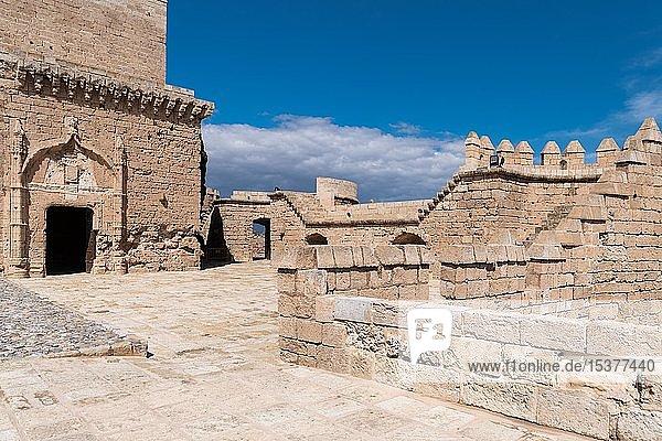 Wohnturm Torre del Homenaje  mittelalterliche Festung La Alcazaba de Almería  Andalusien  Spanien  Europa