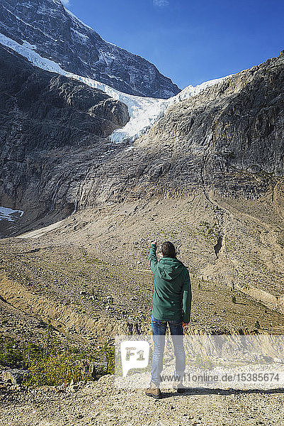 Canada  Jasper National Park  Hiker on viewpoint at Mount Edith Cavell and Angel Glacier