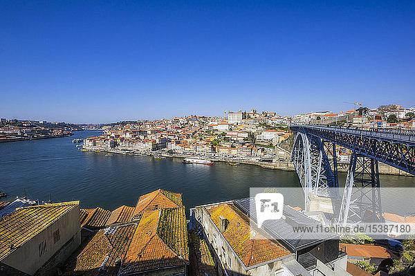 Portugal  Porto  Stadtansicht  Douro-Fluss und Arrabida-Brücke