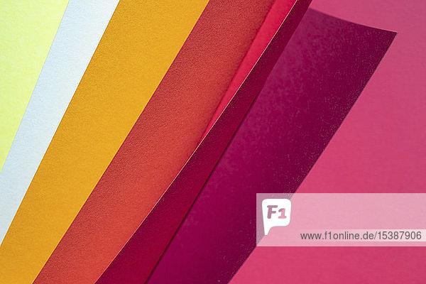 Farbspektrum-Papiere als abstrakter Hintergrund