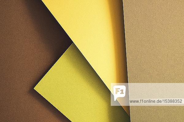 Erdfarbsatz aus Papier als abstrakter Hintergrund
