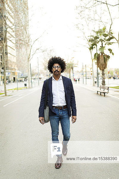 Spain  Barcelona  businessman on the move in the city