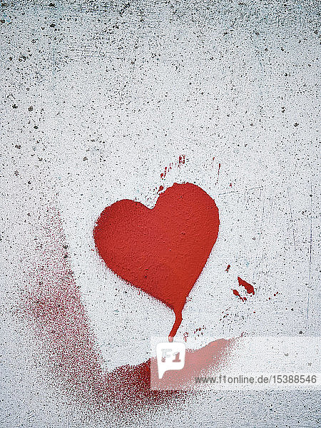 Schabloniertes Herz an einer Wand