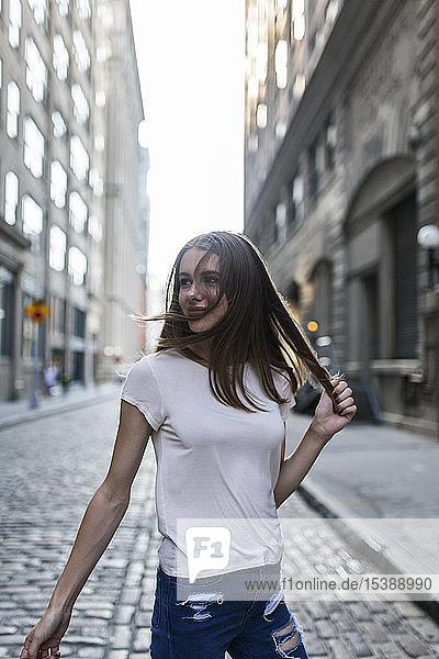 Junge Frau erkundet New York City