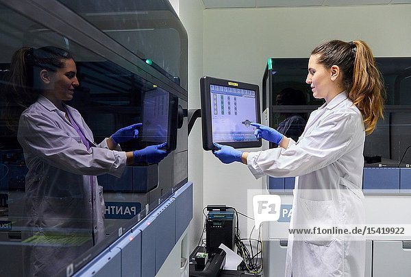 Integrated solutions for molecular tests in the diagnostic laboratory  Cervical cancer screening program. The cervix is the lower part of the uterus. The cancer screening is looking for cancer before it has any symptoms  Hospital Donostia  San Sebastian  Gipuzkoa  Basque Country  Spain