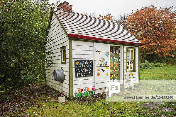 Canada  Nova Scotia  Digby  Maud Lewis House Replica built by Murray Ross  perfect replica of painter Maude Lewis's house now on display at the Art Gallery of Nova Scotia in Halifax  interior  ER-CAN-18-02.