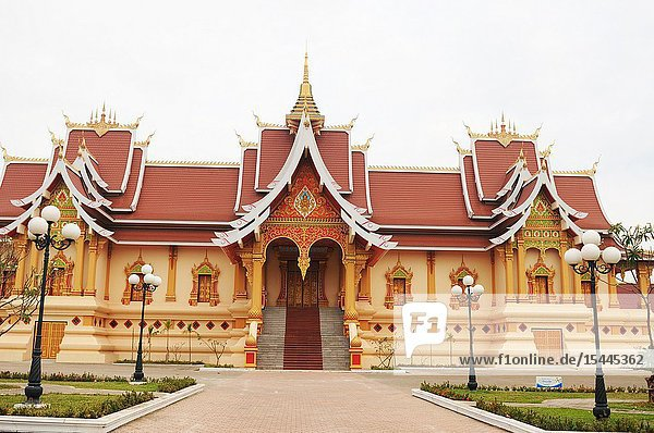 Laos: The holy buddhist Stupa That Luang in Viantiane.