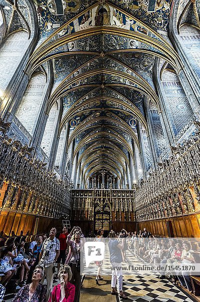 Tourists inside of Albi Cathedral (Tarn Department  Occitanie Region  France)