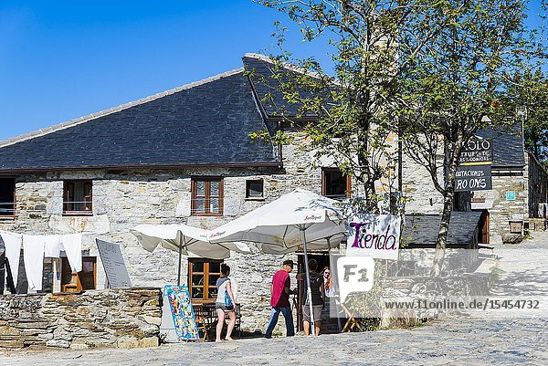 Pilgrims rest at the end of the stage. Pedrafita do Cebreiro  O Cebreiro  Lugo  Galicia  Spain  Europe.