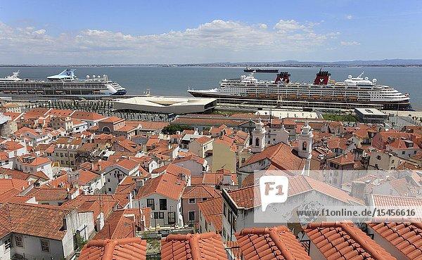 Portugal  Lisbon  Alfama  panoramic view  cruise ships .