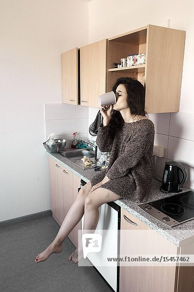 Young woman drinking in kitchen  starting day