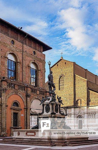 Fountain of Neptune  Piazza del Nettuno  Bologna  Emilia-Romagna  Italy.
