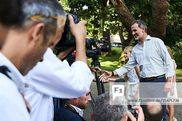 King Felipe VI of Spain pose for the photograhers during Summer Photosession at Marivent Palace on August 4  2019 in Palma  Spain