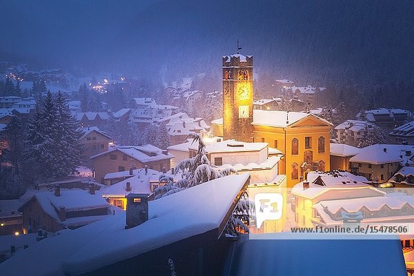Ponte di Legno under a snowfall at dask  Lombardy district  Brescia province  Italy.