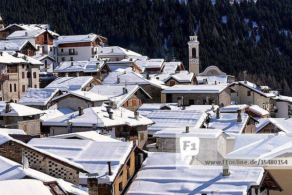 Winter season in Pezzo  a fraction of Ponte di Legno  Vallecamonica  Brescia province  Lombardy district  Italy  Europe.