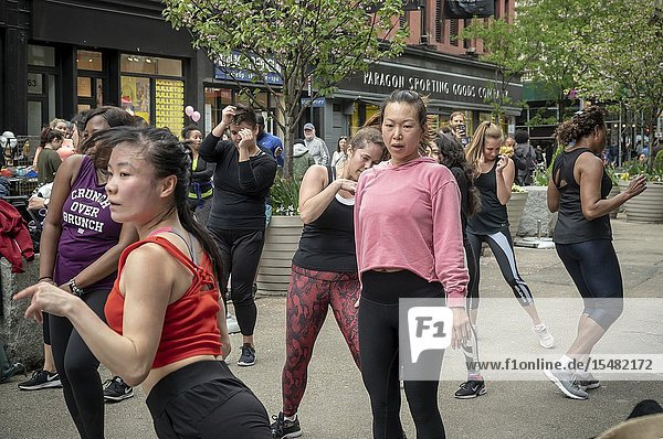 Women take part in an outdoor exercise class as part of the Car-Free Earth Day initiative in the Flatiron neighborhood of New York on Saturday  April 27  2019 (© Richard B. Levine).