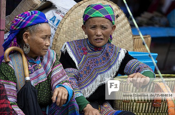 Flowers Hmong (hill tribe)  women at the sunday market  Bac Ha  Lao Cai Province  Vietnam  Asia..