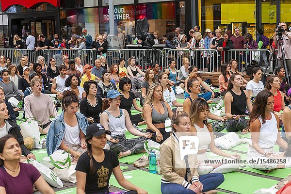 Thousands of yoga practitioners pack Times Square in New York to practice yoga on the first day of summer  Friday  June 21  2019. The 17th annual Solstice in Times Square  'Mind Over Madness'  sponsored by American Eagle Outfitters' athleisure brand Aerie  stretches the yogis' ability to block out the noise and the visual clutter that surround them in the Crossroads of the World. The first day of summer has been declared the International Day of Yoga by the United Nations. (© Richard B. Levine).