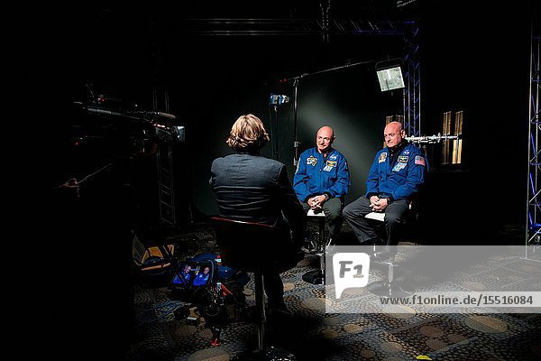 During a news conference on Jan. 19  2015 at the Johnson Space Center in Houston Texas Expedition 4546 Commander  Astronaut Scott Kelly along with his brother  former Astronaut Mark Kelly speak to news media about Scott Kelly's 1-year mission aboard the International Space Station. Photographer: Robert Markowitz