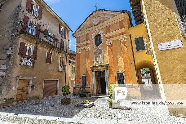 The small sqare in front of the church of San Rocco in Orta San Giulio village (Orta San Giulio  Lake Orta  Novara province  Piedmont  Italy  Europe).