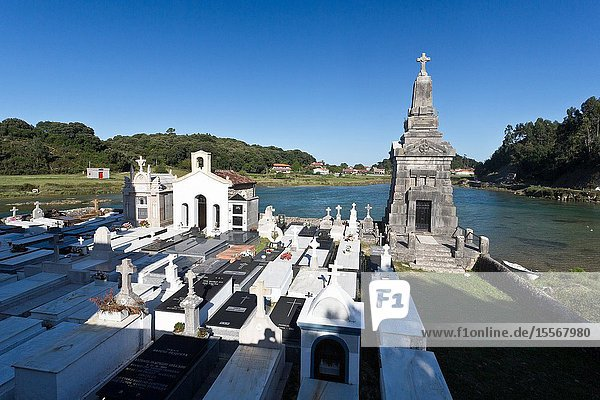 The church of Nuestra Señora de los Dolores is the parish temple of Barro  in the Asturian council of Llanes  Spain. In its back is its cemetery  which borders the estuary of Barro. They were built at the end of the 18th century.