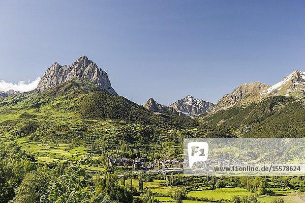 View of Sallent de Gállego town and Peña Foratata in Tena Valley  Pyrenees (Huesca province  Aragón  Spain)